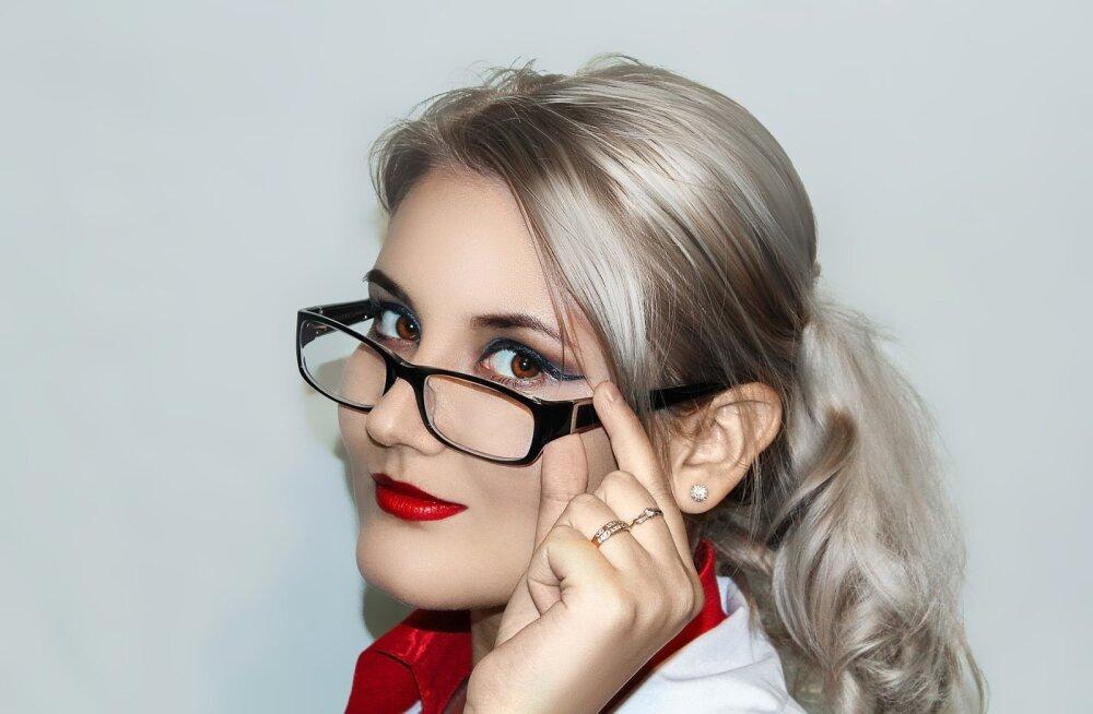 За стеклом: макияж с диоптриями