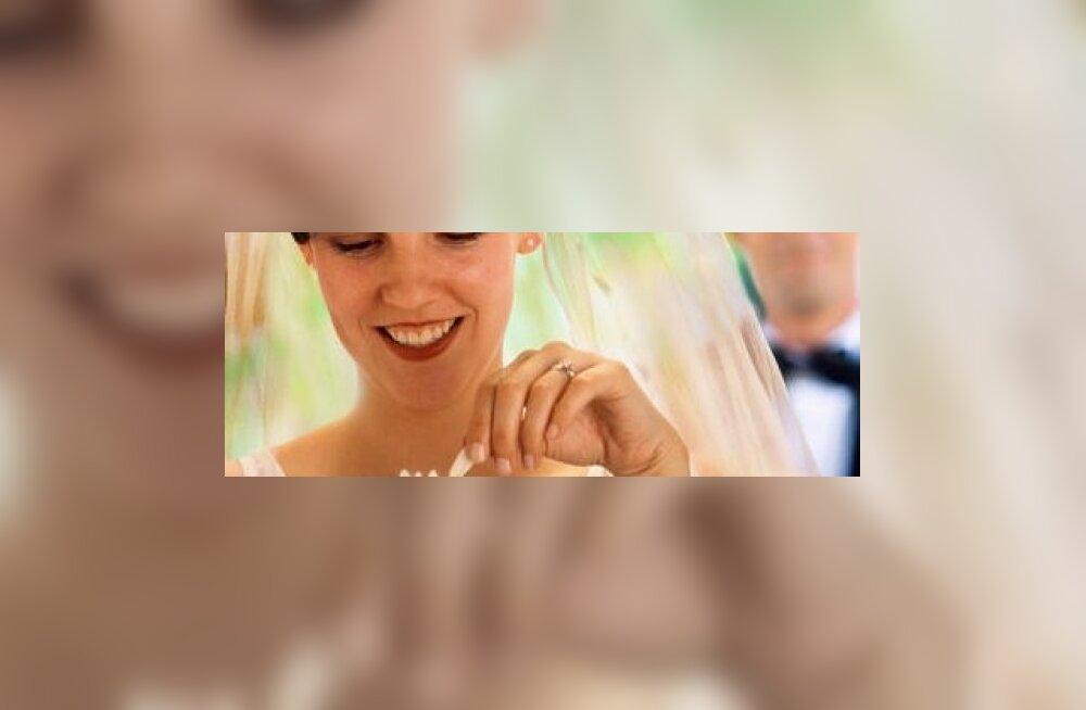 Abiellu minuga esmaspäeval