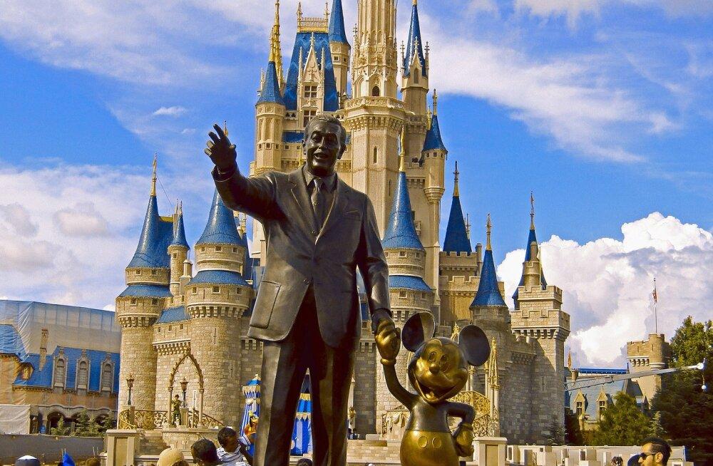Endine lapsstaar andis tuntud Disney ja Nashville'i produtsendi ahistamise eest kohtusse