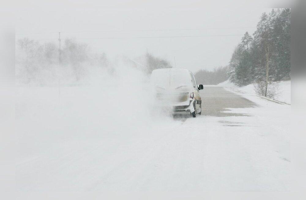 Maanteeamet hoiatab: teedel esineb lahtist lund