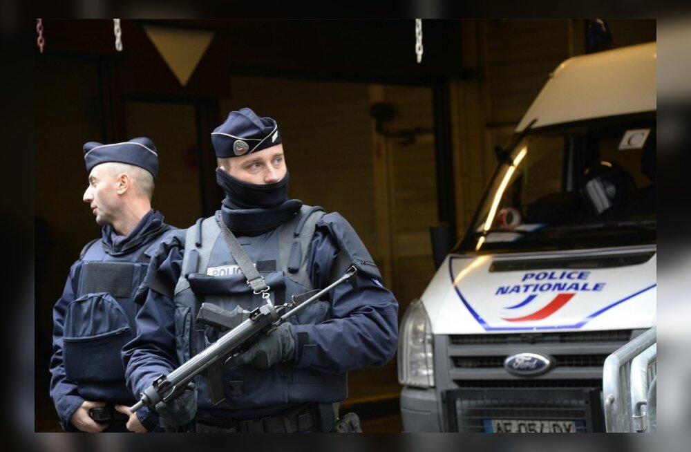 Prantsuse politsei vahistas pärast sõdurite autoga rammimise katset kahtlusaluse mehe