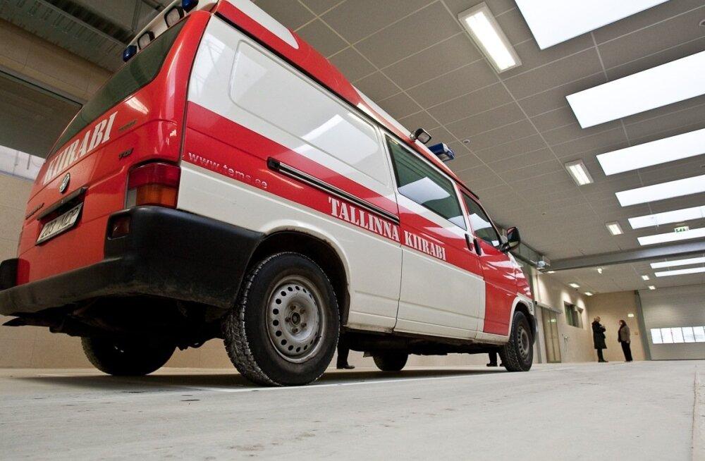 Liiklusõnnetuste kroonika: Mersu ja Land Roveri kokkupõrkes sai kannatada 13-aastane laps, Narvas jäi jalakäija auto alla