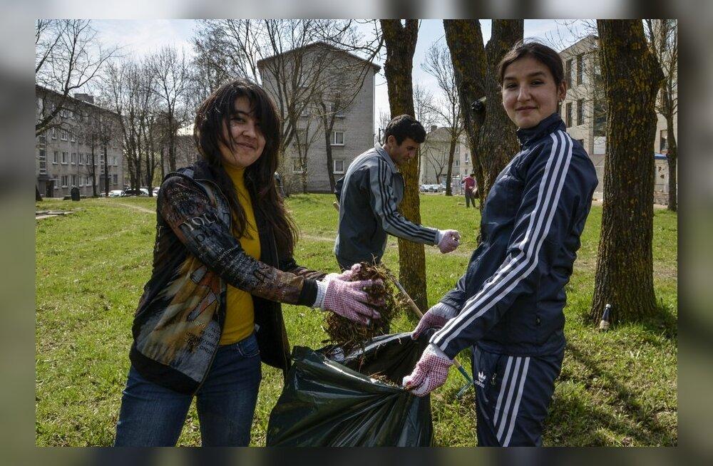 """НОВЫЕ ФОТО: В Нарве в акции """"Сделаем"""" участвовали студенты из Таджикистана"""