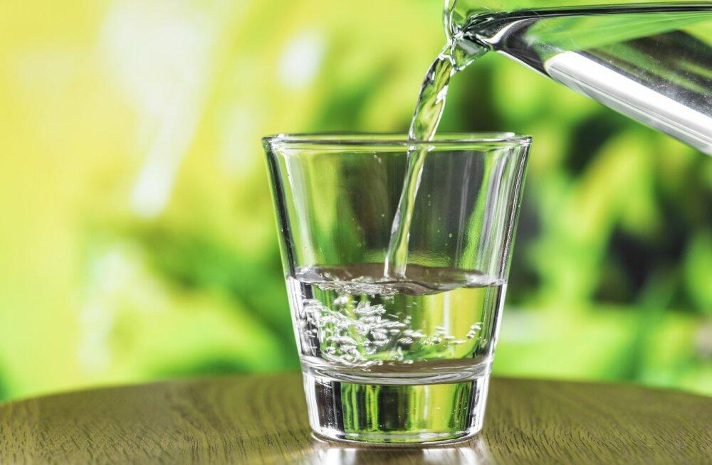 8 olulist põhjust, miks juua igal hommikul vett tühja kõhu peale