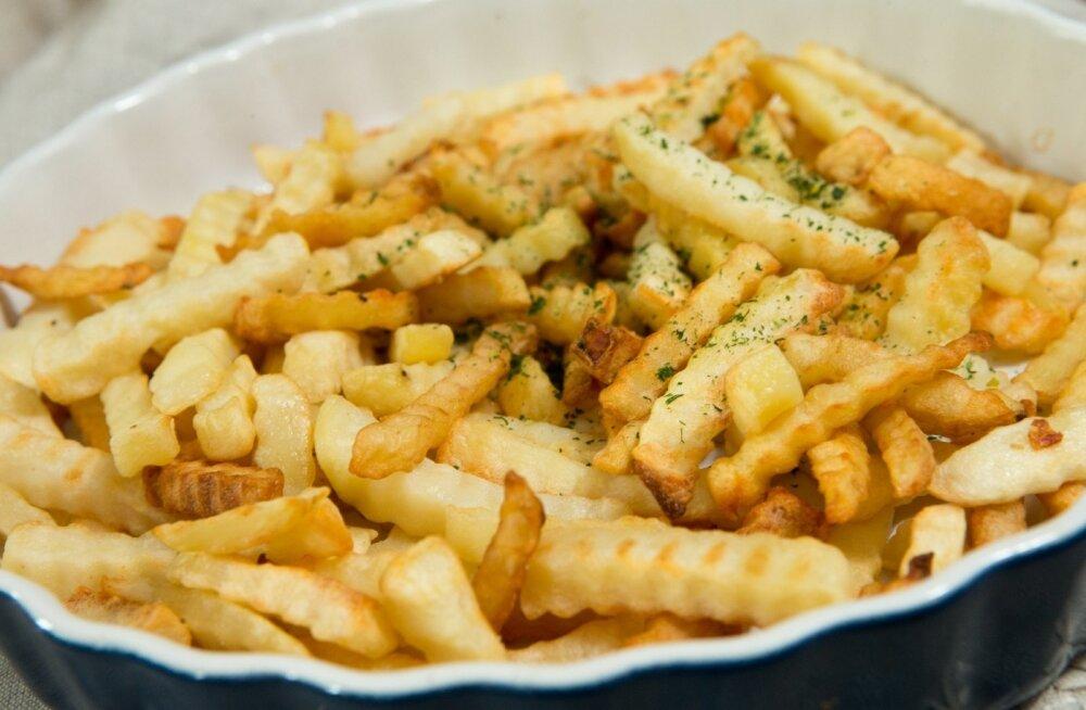 Berliinis päädis vaidlus friikartulite üle kaklusega, kus läksid käiku nii õllekannud kui rusikad