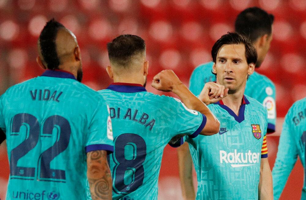 Lionel Messi  tähistab väravat