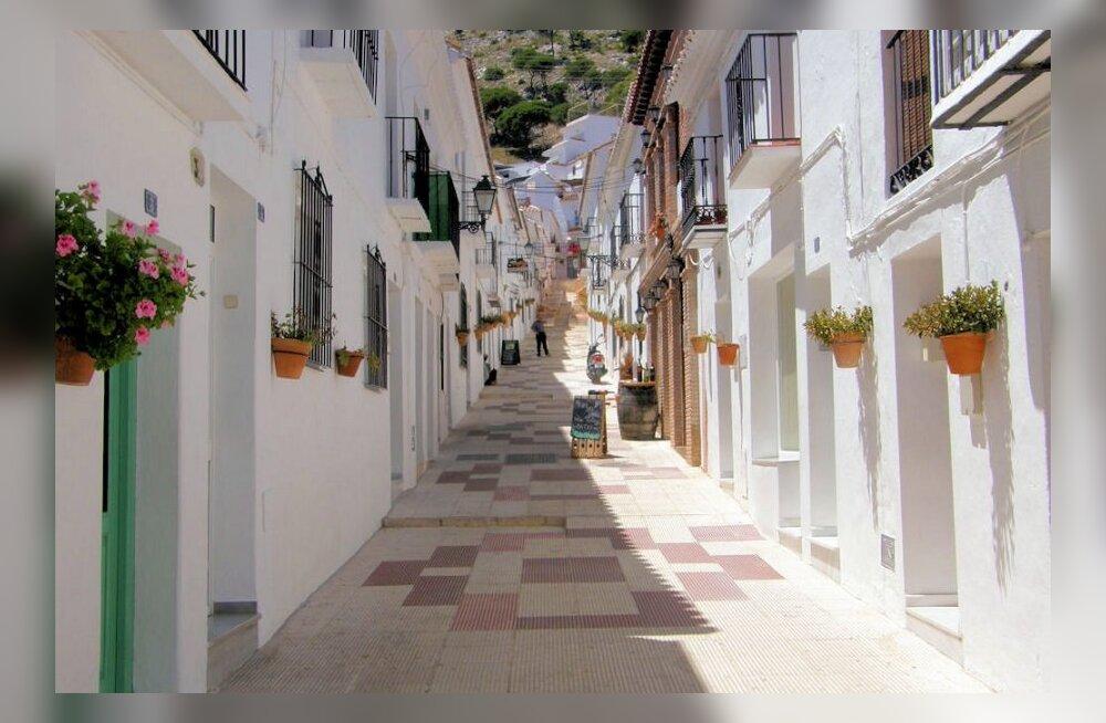 Päikseline puhkus Hispaania lõunarannikul ehk helesinine õhtu vöötledikuga