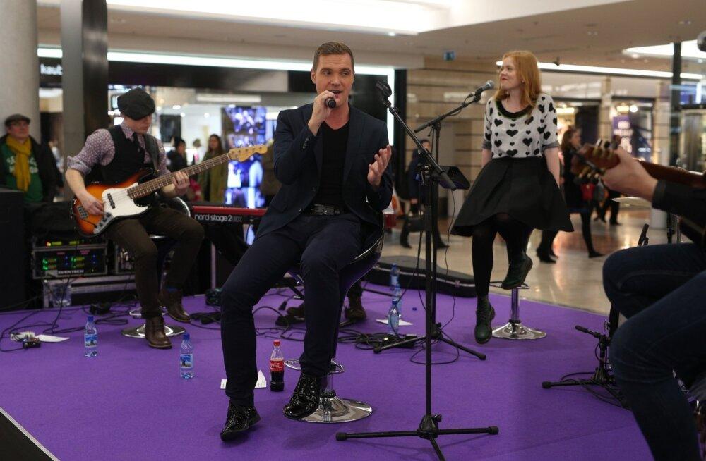 FOTOD: Ott Lepland ja Elina Born tekitasid Viru Keskuses musitseerides ostlemismeeleolu