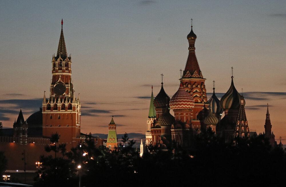 Дневник русской прессы Олега Самороднего: Кремль использует в своих политических целях русских не только в Эстонии
