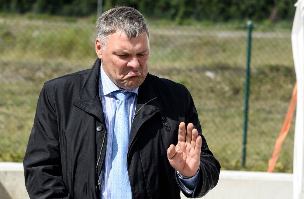 Keskkonnaminister Marko Pomerantsi (IRL) arvates ei ole riigihankega midagi valesti seni, kuni kaitsepolitsei pole selle vastu huvi tundnud.