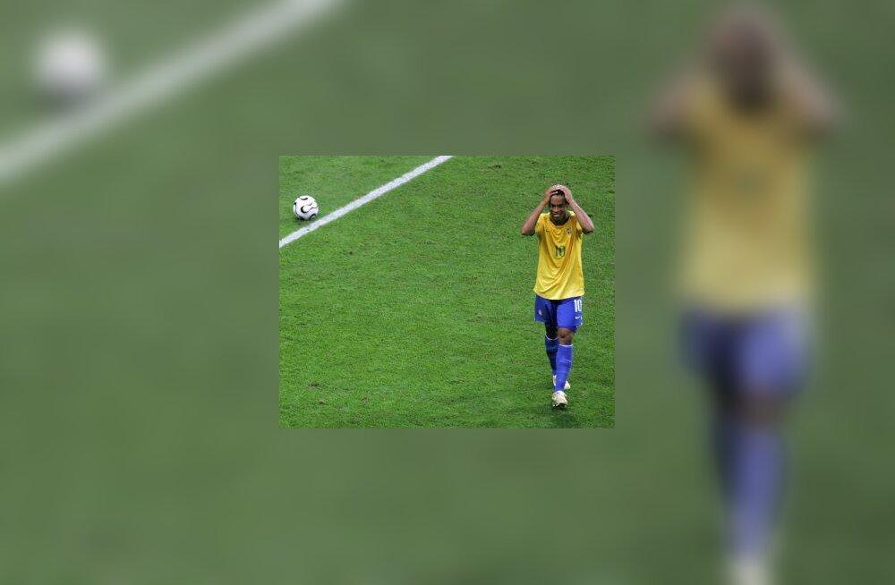 Kodupublik vilistas Ronaldinho ja Dunga välja