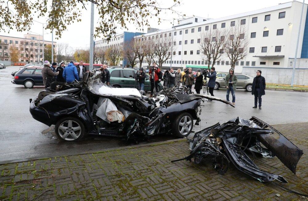 BLOGI ja FOTOD: Politsei ja prokuratuur andsid autovraki taustal kommentaare Pärnamäe traagilise avarii kohta