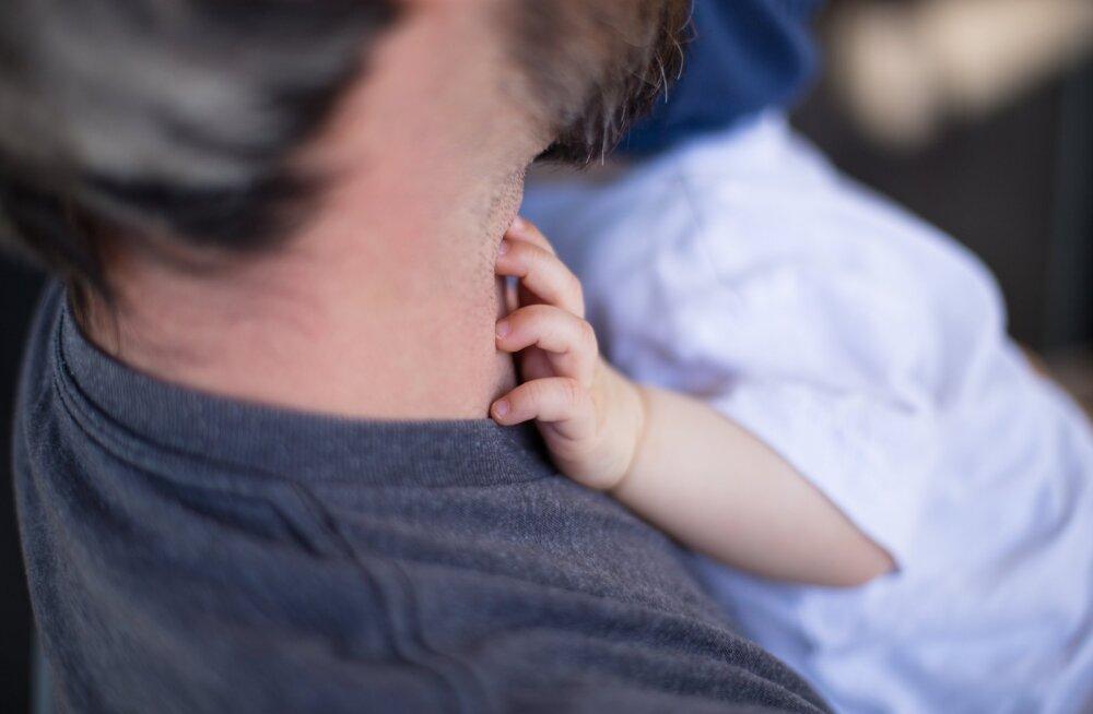 Massaaž toob lapsele parema une, tugevdab immuunsust ja muudab vanemaga lähedasemaks