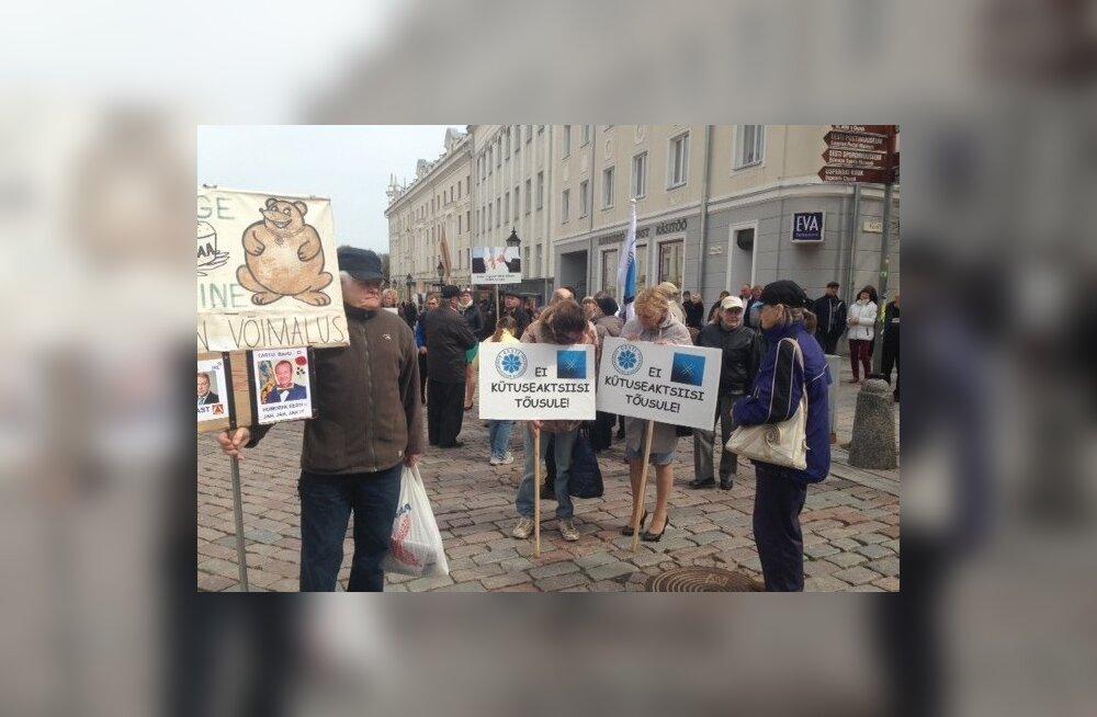 Meeleavaldus Tartus Raekoja platsis