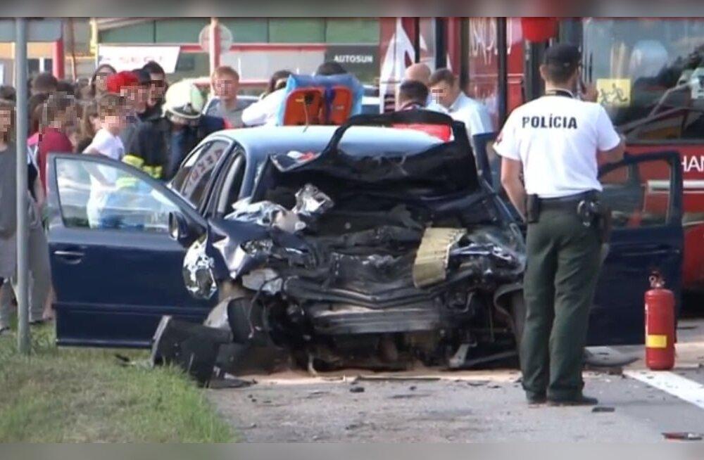 Мать попавшей в Словакии в аварию школьницы: дочь видела, как людей вырезали из автомобиля