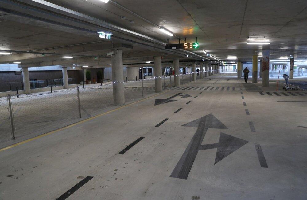 FOTOD | Lennujaam avas meeleolukalt parkimismaja