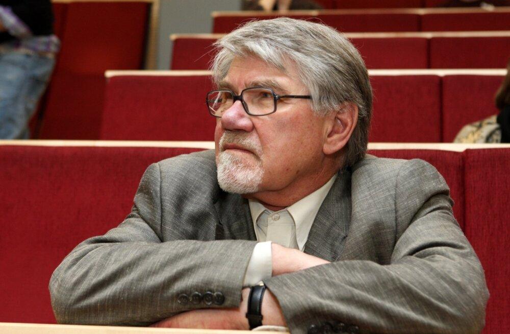 Tallinna Ülikoolis saab emeriitprofessorit ja ülikooli auliiget Mati Hinti taas näha 8. septembril, tema 80. sünnipäeva puhul korraldataval kõnekoosolekul.