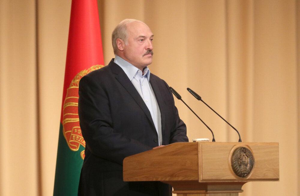 Lukašenka teatas, et põdes koroonaviiruse läbi sümptomiteta ja püstijalu