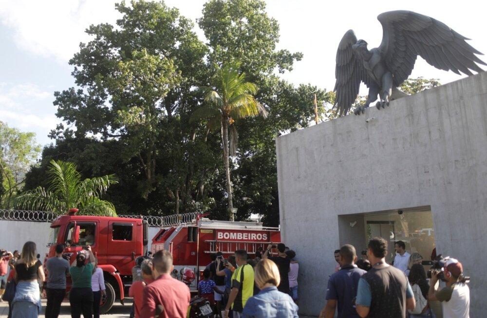 Rio de Janeiro jalgpalliklubi Flamengo noorte treeningkeskuses hukkus tulekahjus kümme inimest