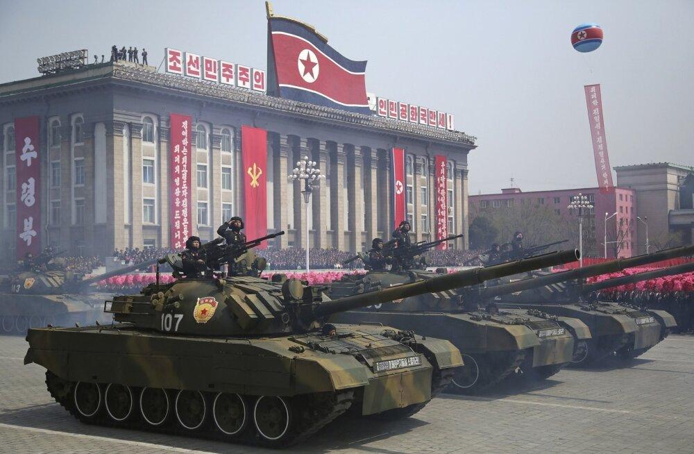 Nii uhket sõjaväeparaadi, nagu mullu aprilli keskel Pyongyangis toimus, ei jõutaks Trumpile vahest korraldada, kuid külluslik vastuvõtt ootaks teda Põhja-Korea pealinnas kindlasti.
