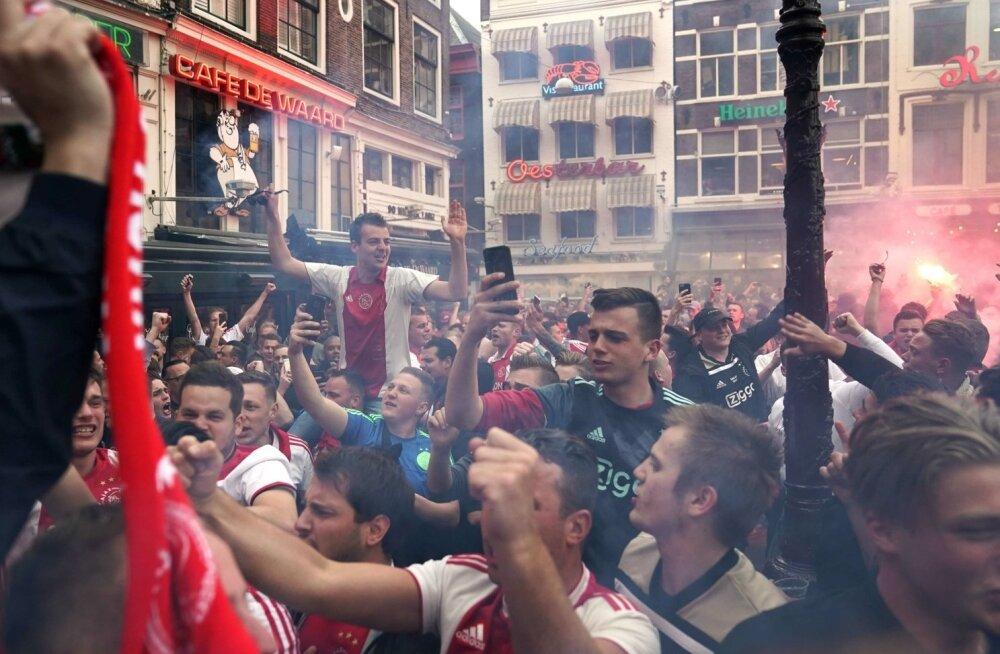 Amsterdami Ajaxi fännid tähistavad Hollandi meistritiitli võitmist.