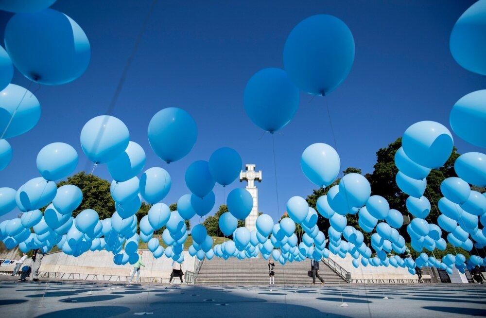 Воздушные шарики мероприятия, посвященного июньской депортации, стали причиной страшной ссоры между организаторами и мамами