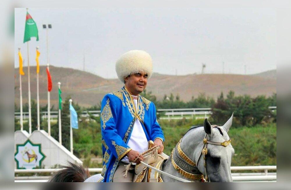 ВИДЕО: Президент Туркменистана выиграл на скачке 11 млн долларов и упал с лошади