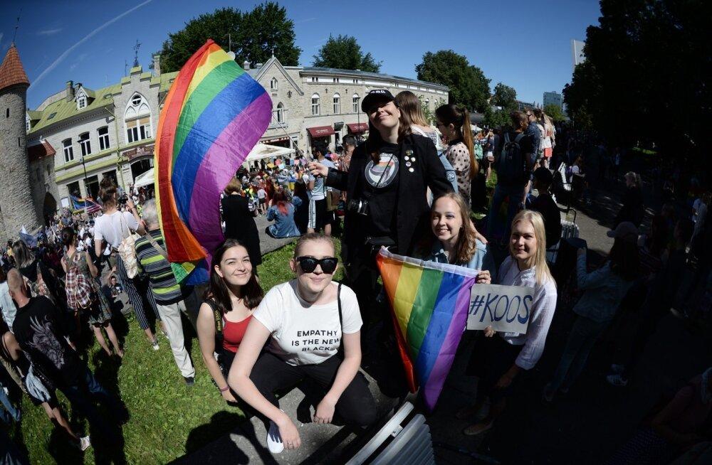 ГЛАВНОЕ ЗА ДЕНЬ: ЛГБТ-парад в Таллинне, встреча Путина, Меркель и Макрона в Гамбурге и несколько трагических ДТП