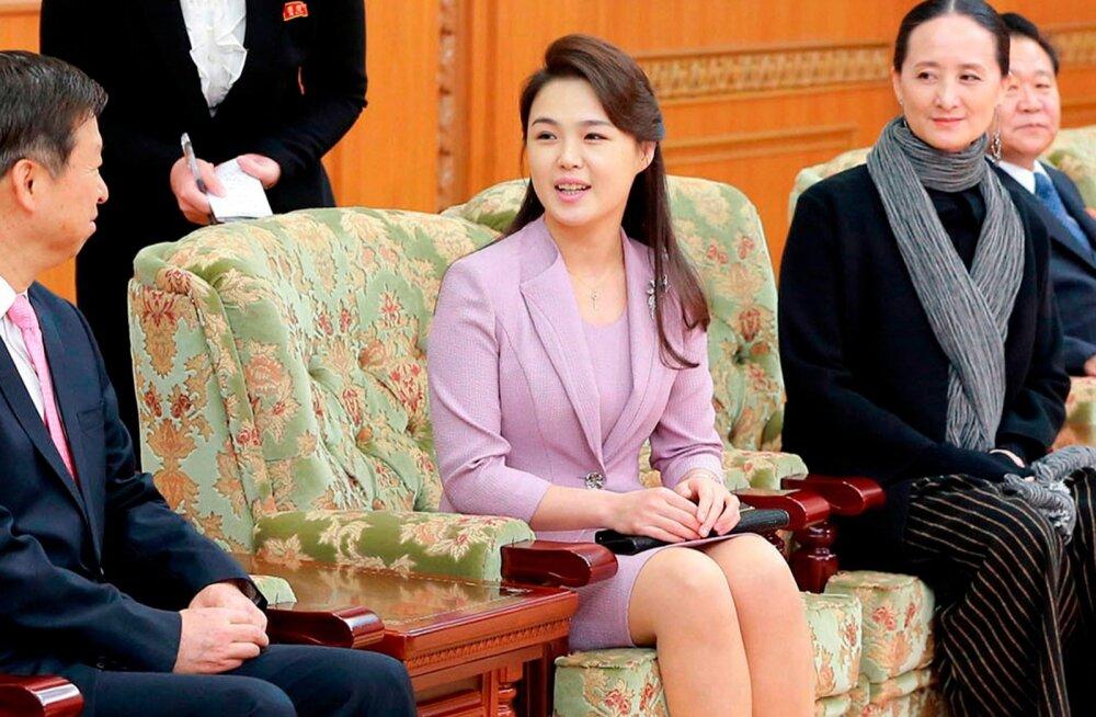 """Põhja-Korea riigimeedia nimetas Kim Jong-uni naist esimest korda """"esileediks"""""""