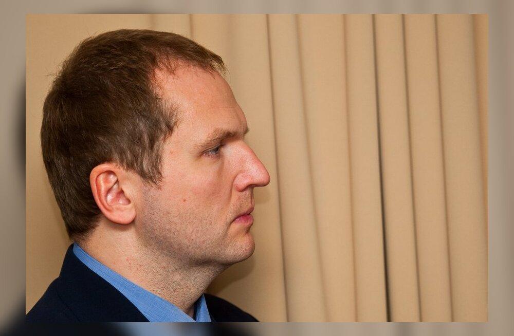 Pistisekahtlustusega Anders Tsahkna astus kohtu ette.