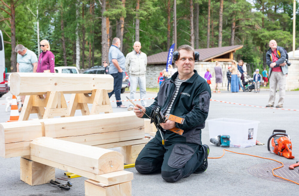 Puitmajapäeval kuulutati kõige meisterlikumaks palkmajaehitajaks Ahto Naruski