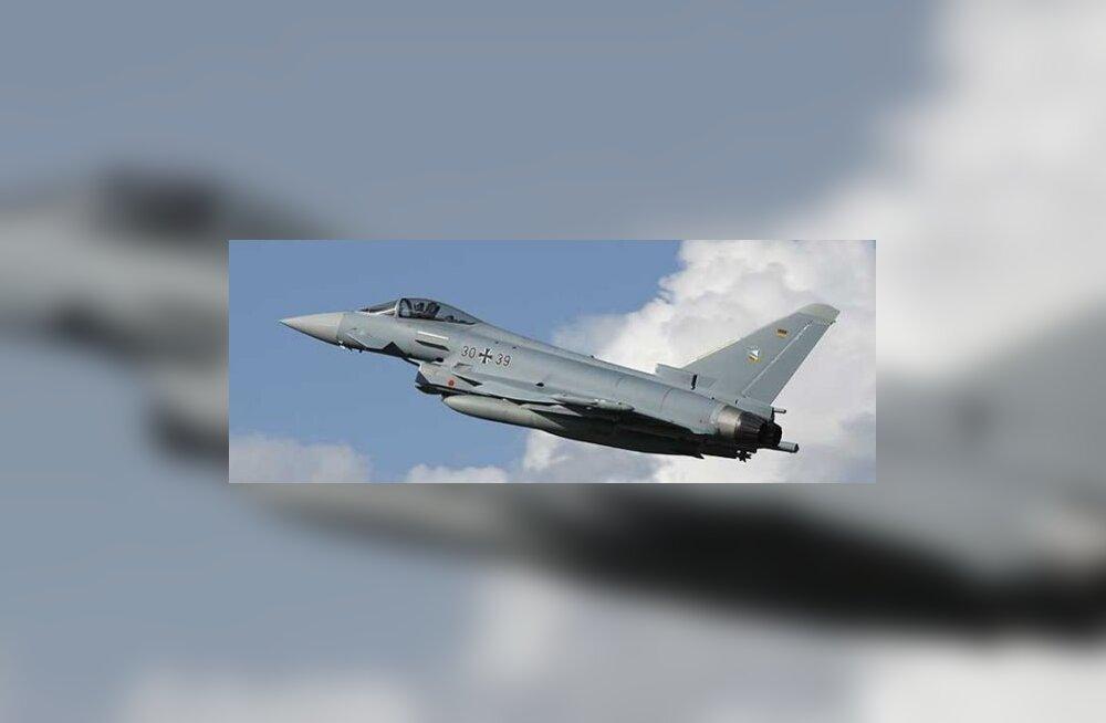 FOTOD: NATO hoidis Vene sõjalennukit Lätis kirbul