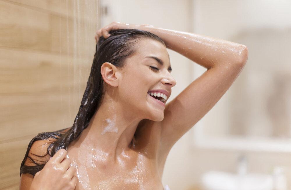 Kellel on õigus? See naine väidab, et me kõik käime valesti duši all...