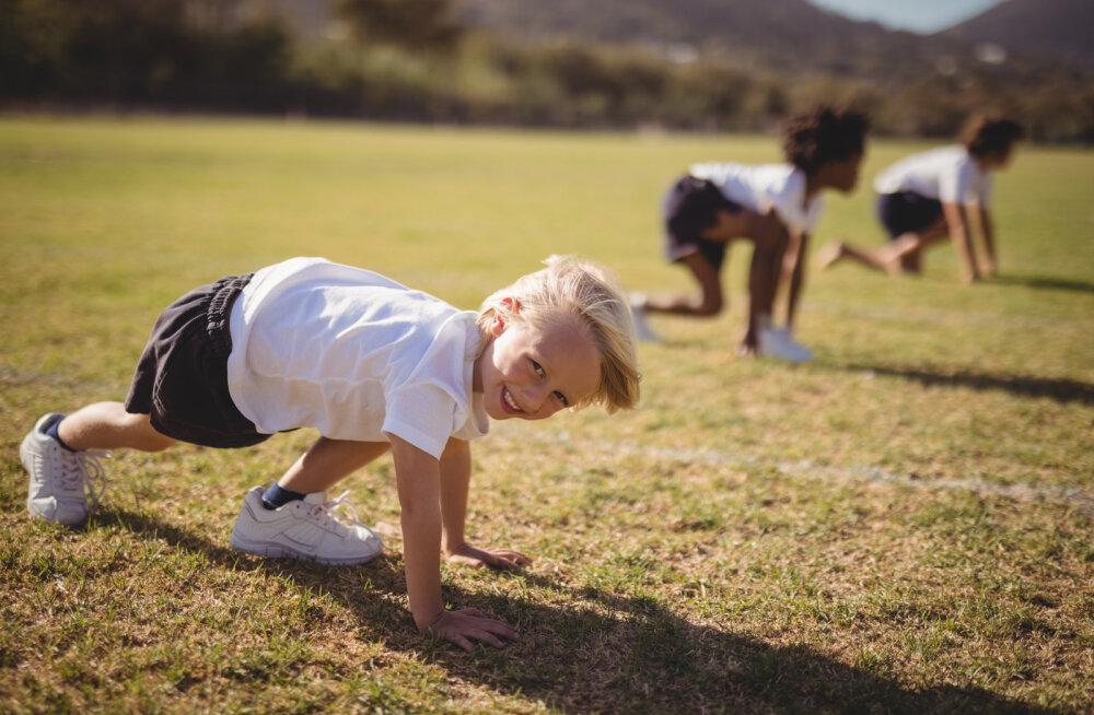 Записки домохозяйки: давить на ребенка ради результата или дать наслаждаться детством?