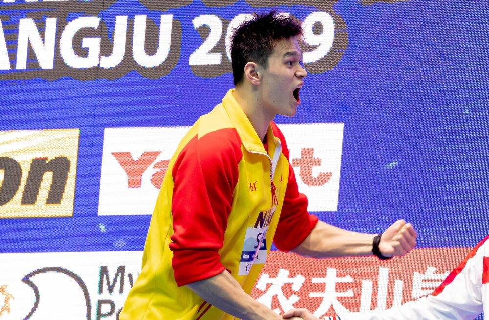 VIDEO | Kulla võitnud Hiina dopingupatuse ujuja sõnum tema vastu protestinud hõbedamehele: sa oled luuser, ma olen võitja!