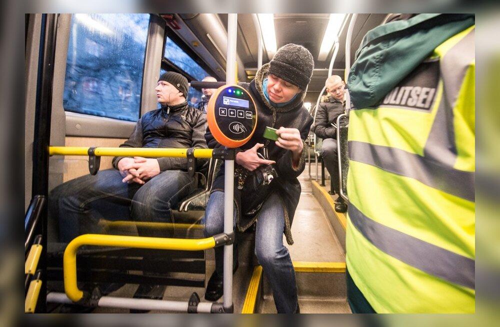 Edgar Savisaar käis tutvumas ühistranspordi e-pileti süsteemi toimimisega.