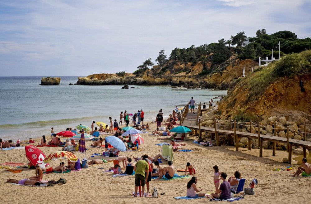 Треть отелей и пляжей Португалии уже открылись, остальные — с июня, но страна ждет разрешения ЕС открыть границы
