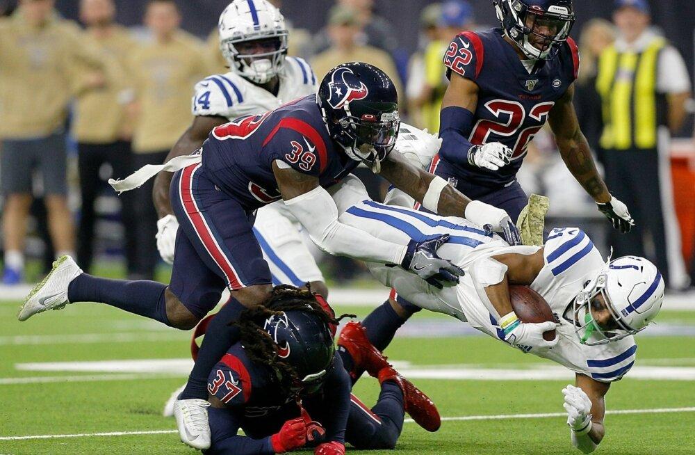 Indianapolis Colts (valges) jäi Houston Texansile napilt alla.