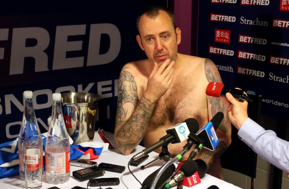 VIDEO | Meest sõnast! 43-aastane snuukritšempion ilmus pressikonverentsile alasti