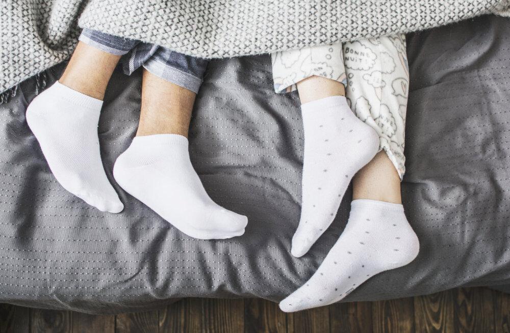 Kallima norskamine või muud uneharjumused käivad sulle närvidele? Äkki tasuks mõelda eraldi magamistubade peale?