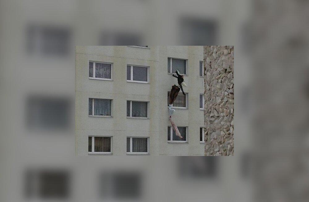 Mees põgeneb Lasnamäe maja 8. korruselt linadest köie abil