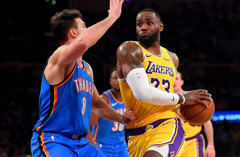 Warriors lõpetas pika kaotusteseeria, Lakers kindlustas LeBron Jamesi ajaloolise kolmikduubli toel liidrikohta