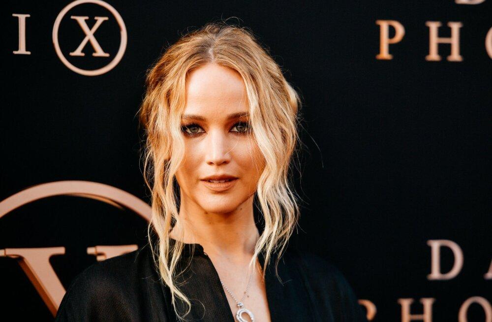 Jennifer Lawrence ja kaasa Cooke Maroney pidasid nädalavahetusel salaja pulmi? Paari nähti abielubüroos