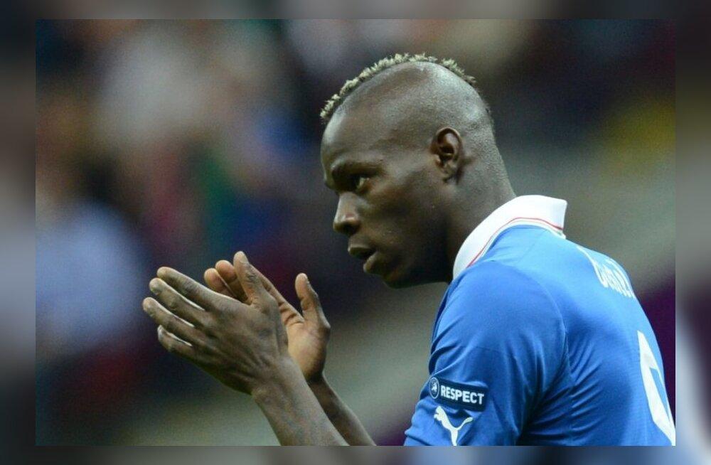 Itaalia peatreener pidi rassistliku nalja pärast Balotelli ees vabandama