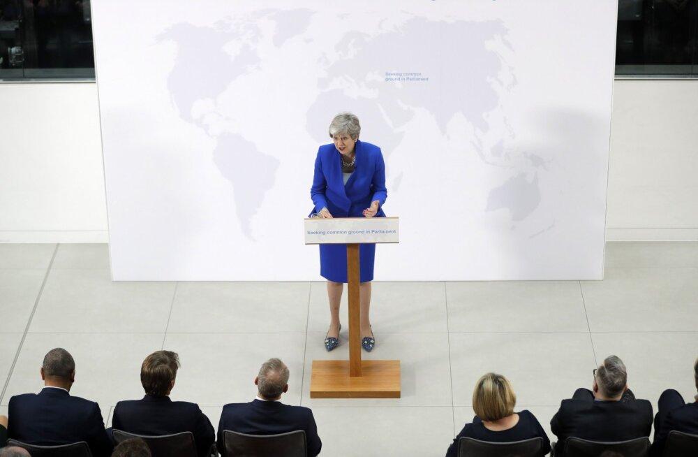 Мэй пообещала, что парламент Британии сможет высказаться по второму референдуму по Brexit