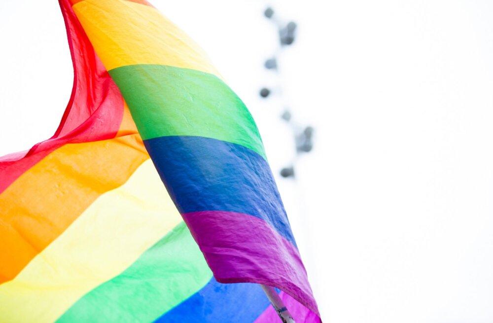 Гомосексуальность только на четверть зависит о генов