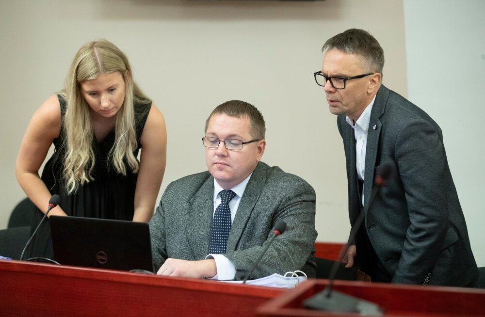 M.V.Wooli kohtuistung. VTA esindajad Eversheds Sutherland Ots & Co advokaadi abi Helena Noot, vasakult, partner Toomas Pikamäe ja  VTA peadirektori asetäitja Olev Kalda,