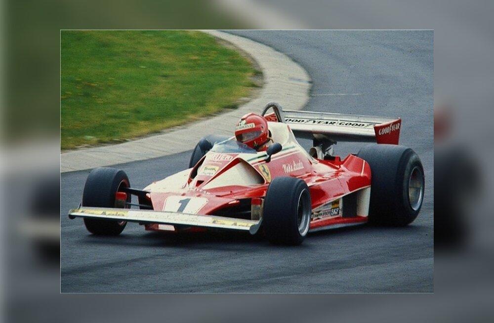 Niki Lauda oma Ferrari 312 T2 roolis 1976. aastal. Hooaeg katkes tal ränkade põletushaavadega pärast avariid.