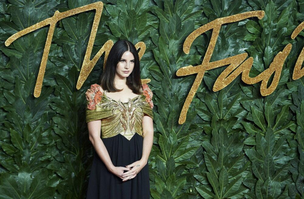 KLÕPS | Lana Del Rey tutvustas uut kallimat: staar võlus ära endast 12 aastat vanema kahe lapse isa