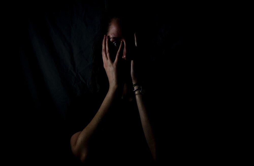 30ndates naise karm nooruspõlvelugu: keskealine meesterahvas tõmbas oma püksid alla ja surus oma väikemehe mulle kurku...